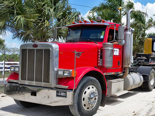 Alerta en Quintana Roo por asaltos nocturnos en carreteras del sur del estado